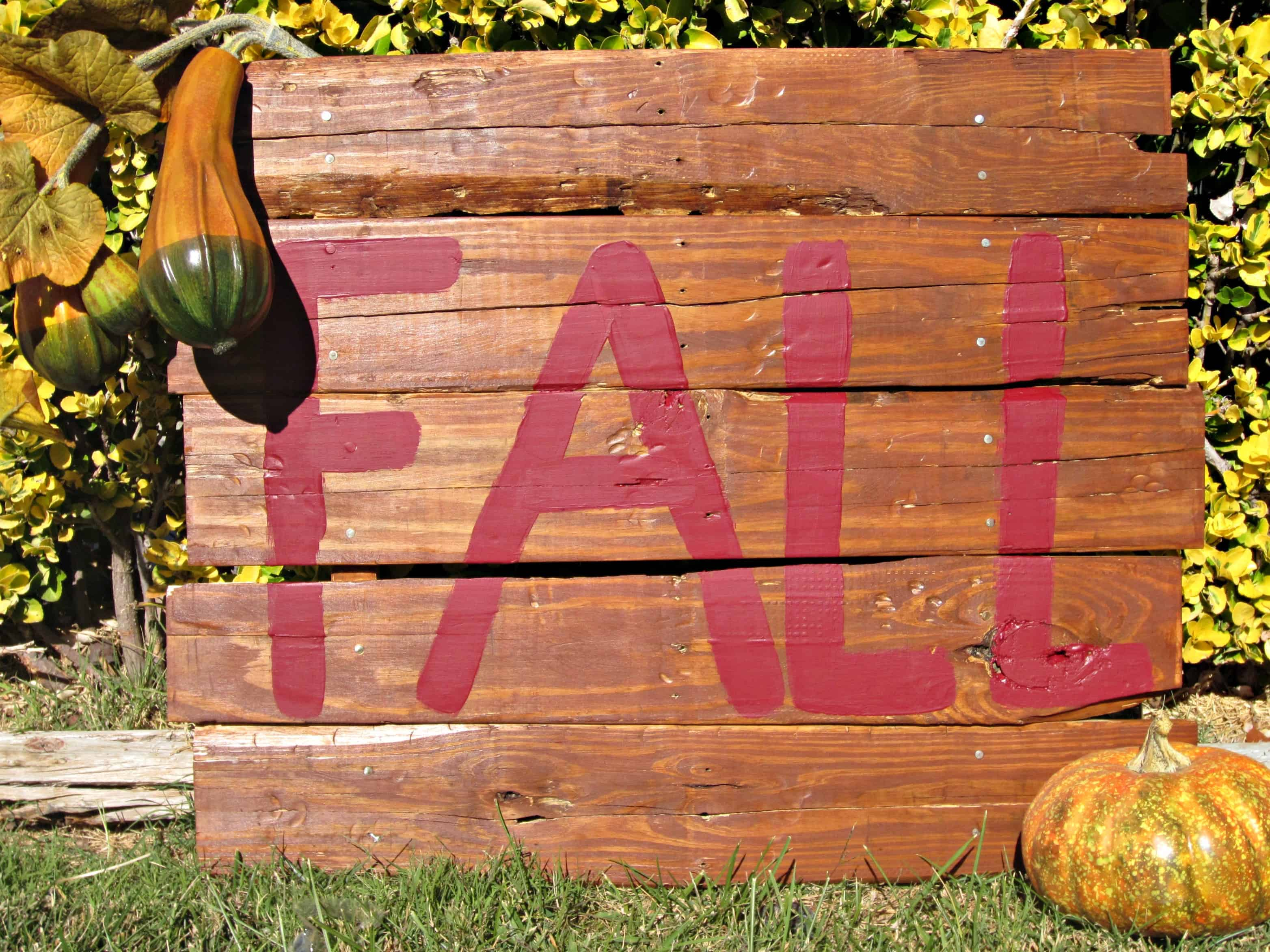 outdoor Fall pallet sign