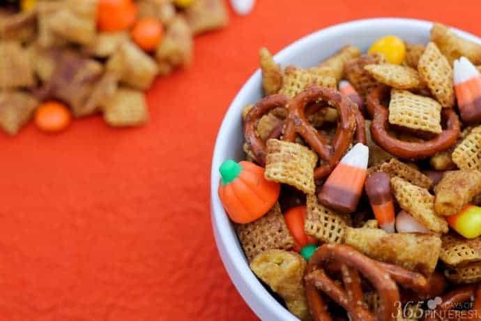 pumpkin-spice-snack-mix-bowl