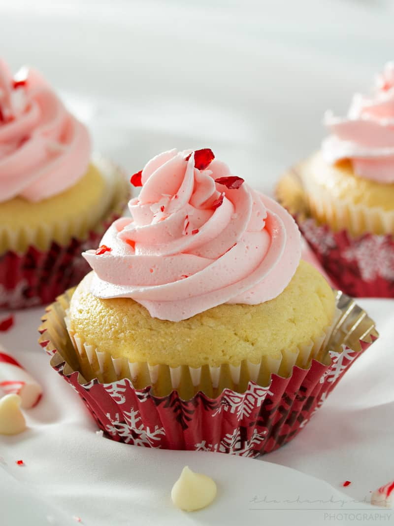 white-chocolate-cupcake-with-peppermint-buttercream-4
