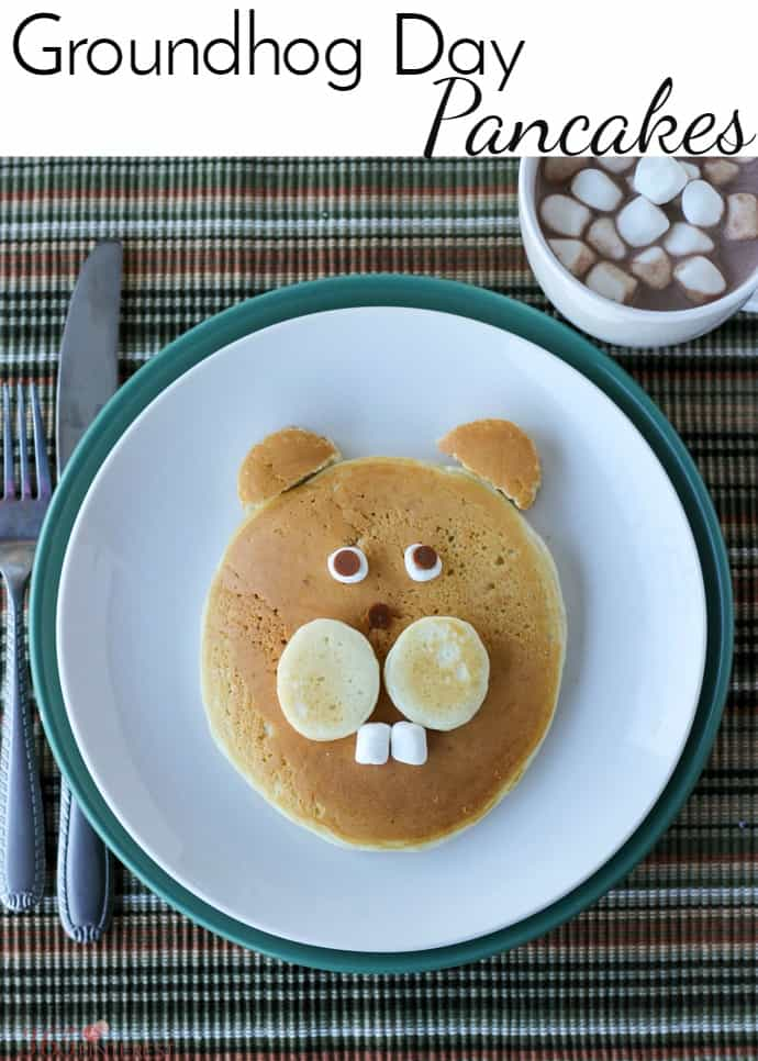 Celebrate this American tradition with these Groundhog Day Pancakes! holiday pancakes | kid friendly food | Punxsutawney Phil | food art via @nmburk