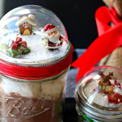 Create a quick and easy gift with these Snow Globe Mason Jars! You can fill them with any festive treat and scratch another name off your list. :)
